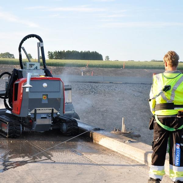 Aqua cutter hydrodemolition robot bridge parapet beam repair